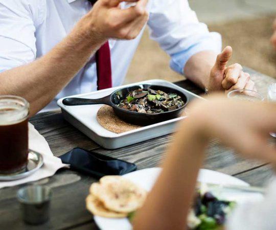 Pausa pranzo in ufficio: come mangiare correttamente